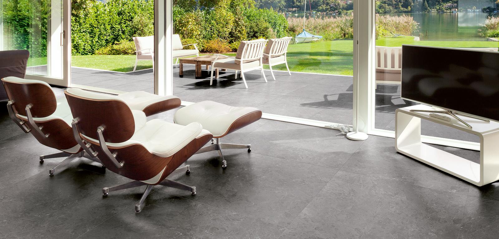 tagina-marmore-grigio-living-outdoor